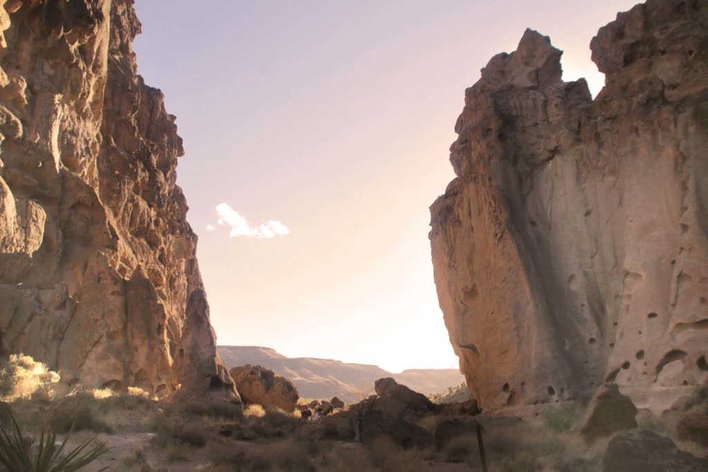 The mysterious Hole-in-the-Wall Ring Trail in the Mojave Desert is so beautiful and unique! The name Banshee Canyon, where this hike is located, is named the cackling wails that blow through the canyon.